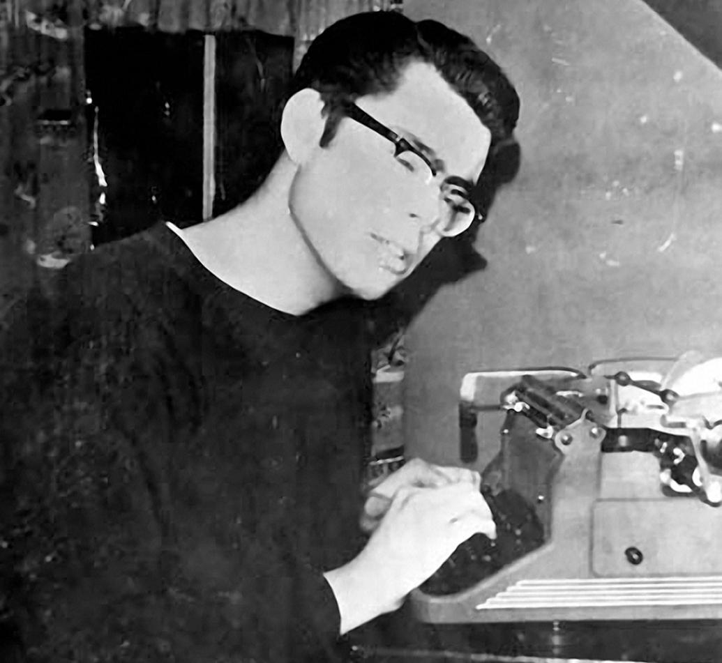 1035x951-typewriter